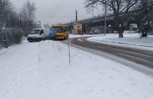 У Львові під Сихівським шляхопроводом сталося іще одне ДТП за участю автобуса