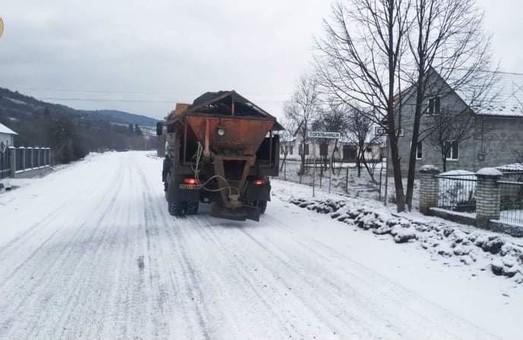 На місцевих автошляхах Львівщини працює понад півсотні одиниць техніки