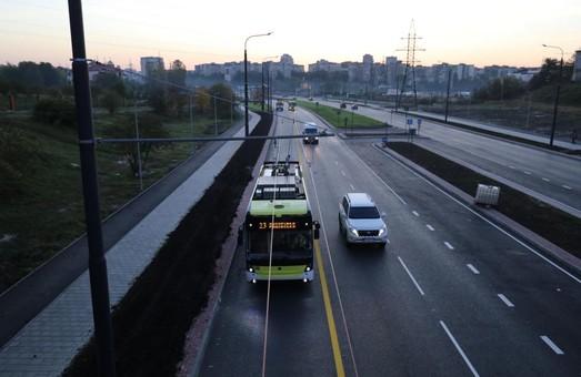 До кінця січня на вулиці Хуторівці у Львові мають запрацювати іще два світлофори