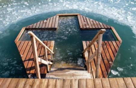 Мешканців Львівщини просять утриматися від купання на Водохреща