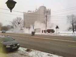 У Львові на вулиці Стрийській біля Податкової прорвало теплотрасу