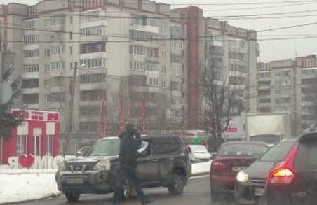 У Львові на перехресті проспекту Чорновола та вулиці Варшавської сталося ДТП
