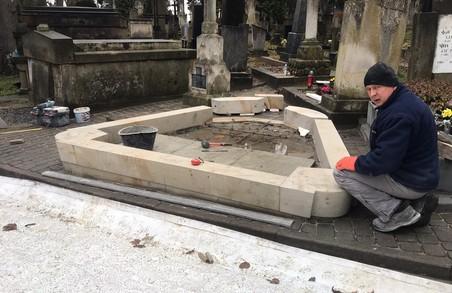 У Львові на Личаківському цвинтарі зводять пам'ятник композитору Мирославу Скорику