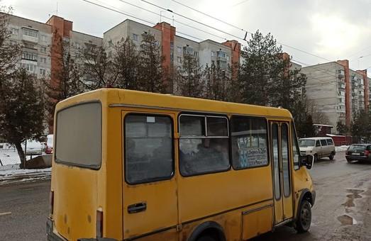 У Львові на маршрутах комунального перевізника працюють заборонені «Дельфіни»
