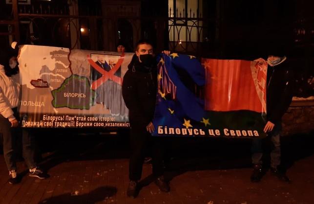 У День Соборності українські патріоти підтримали білоруських побратимів під посольством у Києві