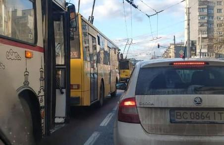 У Львові через обрив контактної мережі зупинилися тролейбуси