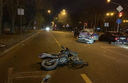 У Львові на вулиці Кульпарківській учора вночі сталася автотроща за участю мотоцикліста