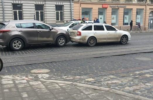 У Львові на вулиці Городоцькій зіткнулося два легковика