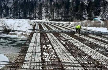 Міст у Крушельниці на Львівщині готовий на 85%