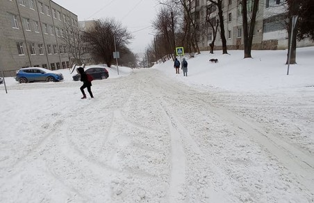 Мешканці мікрорайону «Збоїще» у Львові жаліються на нечищені від снігу вулиці