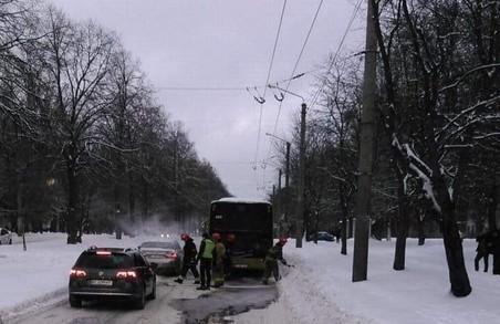 У Львові другий за добу інцидент із задимленням громадського транспорту – на цей раз із автобусом