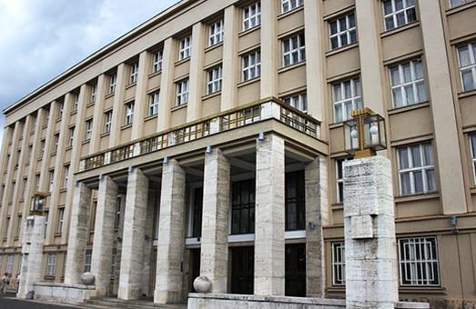 Представники половини фракцій Закарпатської облради підписали листа Зеленському на захист телеканалів Медведчука