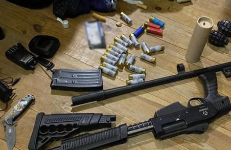 На базі «тітушок» ОПЗЖ знайшли гранати і стрілецьку зброю