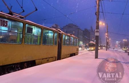 У Львові зранку через ДТП трамваї не могли вчасно виїхати із депо