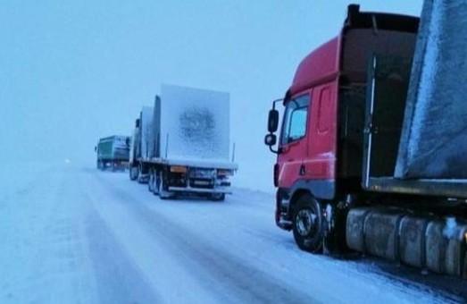 На Львівщині низку автодоріг закрили для проїзду великогабаритного транспорту