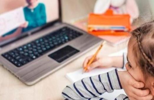 На Львівщині школам рекомендували перейти на дистанційне навчання