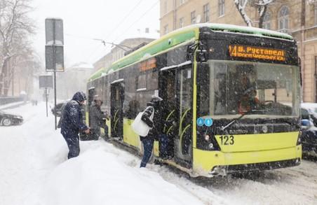 У Львові через негоду громадський транспорт працює у режимі вихідного дня