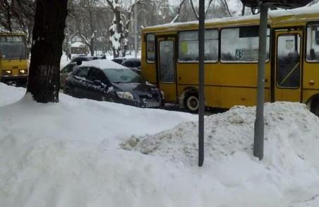 У Львові на вулиці Степана Бандери через ДТП зупинилися трамваї