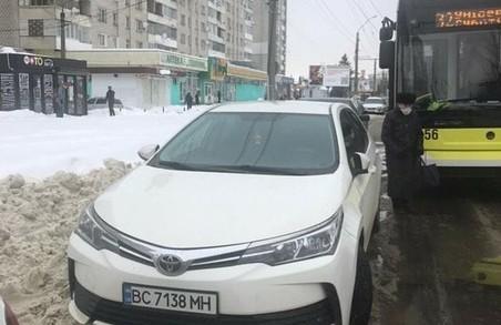 У Львові на Левандівці призупинився рух тролейбусів