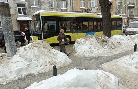 На вулиці Зеленій у Львові утворився затор