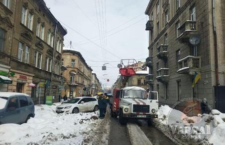 У Львові через обірваний кабель перекрили рух на вулиці Куліша