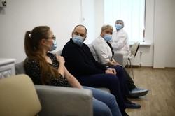 Очільник МОЗ Максим Степанов щепився від COVID-19 (ВІДЕО)