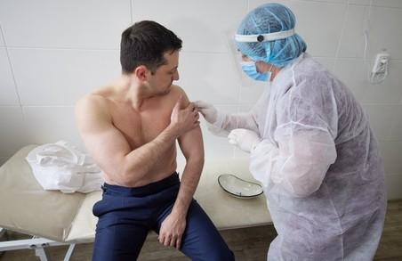 Зеленський щепився від коронавірусу індійською вакциною