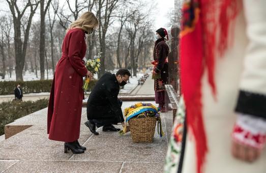 Володимир і Олена Зеленські вшанували пам'ять Тараса Шевченка