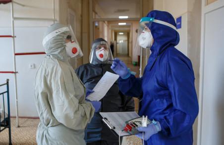 У одній із «ковідних» лікарень Чернівців жодний медик не захотів вакцинуватися проти коронавірусу