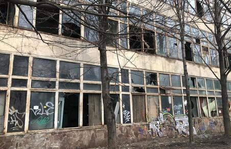 У Львові руйнується будівля НДІ «Еротрон»