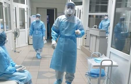У Львові на COVID-19 хворіє 174 медичні працівник