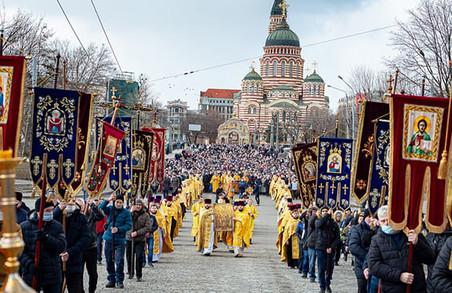 В низці міст України Російська православна церква провела хресні ходи та інші заходи, у яких брали участь тисячі людей