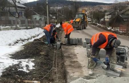 У селі Стрілки на Львівщині відновили ремонт автомобільної дороги