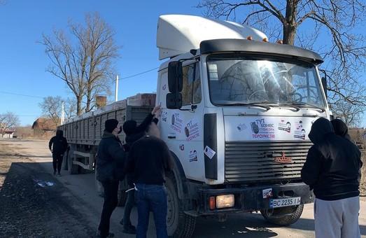 Нацкорпус під Львовом заблокував транспорт компанії Медведчука та Козака