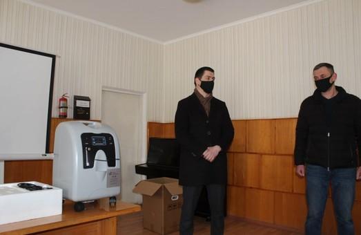 Фонд Петра Порошенка подарував лікарням Закарпаття два кисневих концентратори