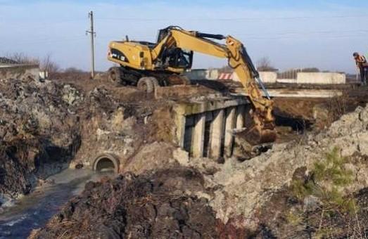 На Львівщині на об'їзній дорозі Золочева ремонтують аварійний міст