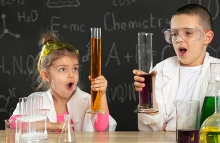 На Львівщині осучаснять кабінети фізики і хімії у школах