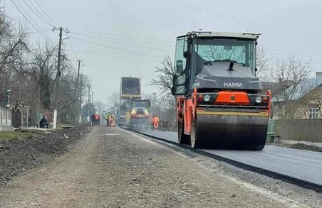 На Львівщині на автомобільній дорозі Садковичі – Чернихів уже вкладають асфальт