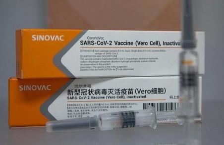 Початку щеплень від COVID-19 китайською вакциною українцям доведеться чекати не менше тижня