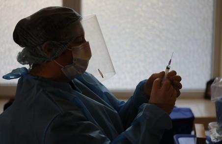 В Україні у четвер від COVID-19 вакцинували більше 19 тисяч мешканців