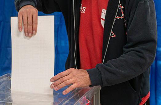 На Прикарпатті у 87-му окрузі на трьох дільницях, де програвав Вірастюк, вибори визнали недійсними