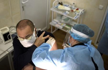 В Україні у суботу 3 квітня вакцинували проти COVID-19 менше 4 тисяч мешканців