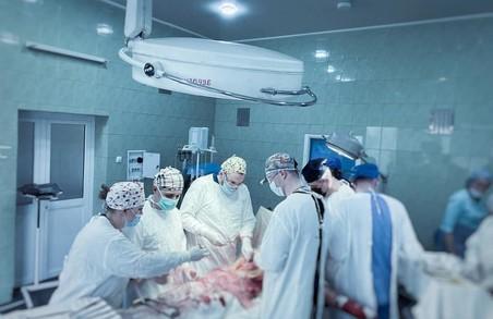 Львівські лікарі врятували чоловіка, який отримав політравму через вибух боєприпаса