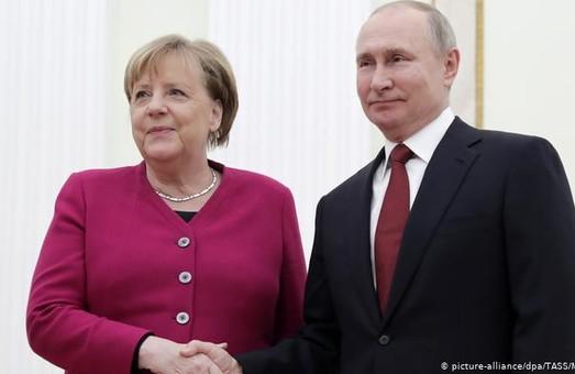 У Меркель домовлятимуться із Путіним про закупівлю вакцини «Спутник V»
