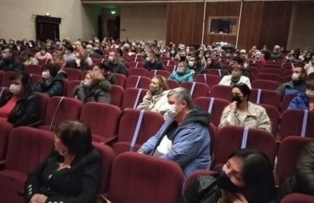 Працівники харківського моргу ледь не винесли на зборах керівника вперед ногами (ФОТО)