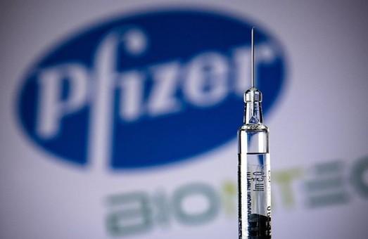 Перша партія антиковідної вакцини «Pfizer» з'явиться в Україні не раніше середини травня