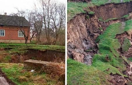 Біля Львова трапився великий обвал ґрунту