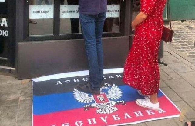 У Львові пропонують витерти ноги об ДНР-івську ганчірку (ФОТО)